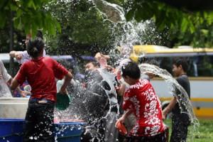travailler en Thaïlande pour la fête de l'eau